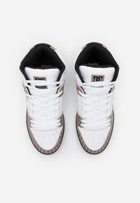 DC Shoes - PURE - Skateboardové boty - black/white - 3