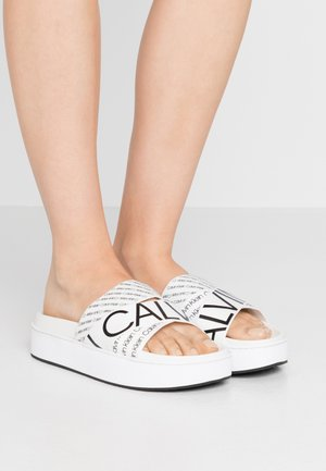 JEAMA - Pantofle - white/black