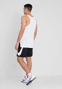 Nike Performance - SHORT - Urheilushortsit - black/white - 2