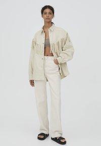 PULL&BEAR - MIT FRANSEN - Denim jacket - mottled beige - 1