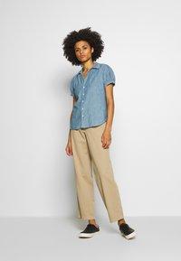 Polo Ralph Lauren - BELLA SHORT SLEEVE SHIRT - Skjorte - medium indigo - 1