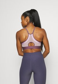 Under Armour - INFINITY LOW - Light support sports bra - purple - 2