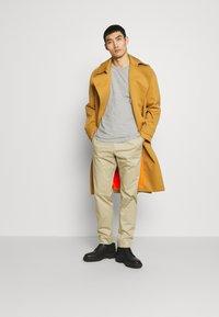 Joseph - ETTRICK - Spodnie materiałowe - sand - 1