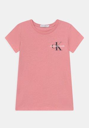 CHEST MONOGRAM - T-shirt basic - soft berry