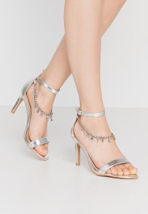WIDE FIT CARRIE - Sandali con tacco - silver