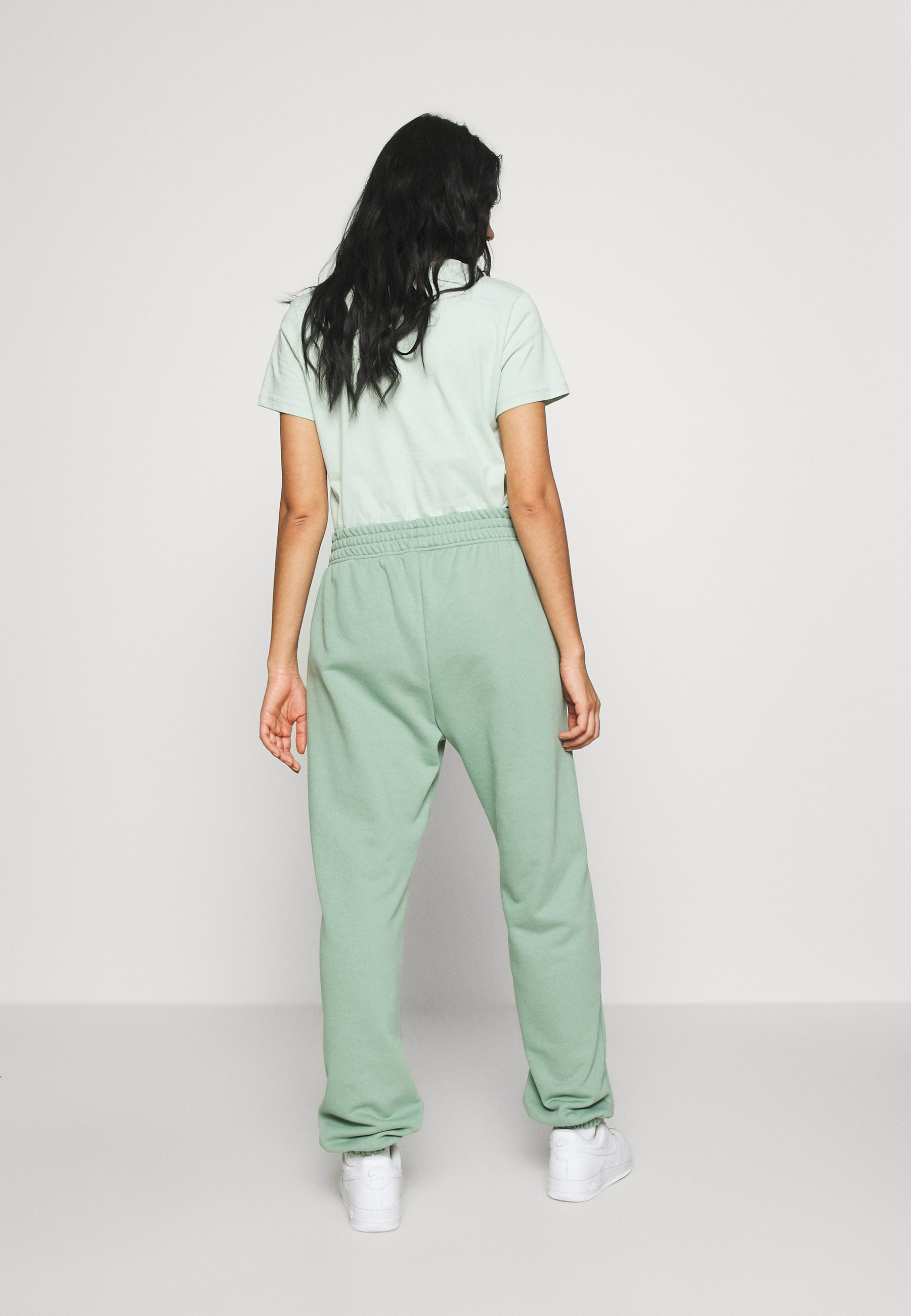 Nike Sportswear PANT  - Verryttelyhousut - silver pine CBf5A