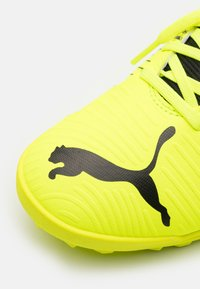 Puma - FUTURE Z 4.1 TT JR UNISEX - Astro turf trainers - yellow alert/black/white - 5