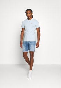 Barbour Beacon - SMALL LOGO TEE - T-shirt - bas - pale sky - 1