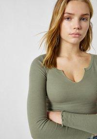 PULL&BEAR - Long sleeved top - mottled dark green - 3