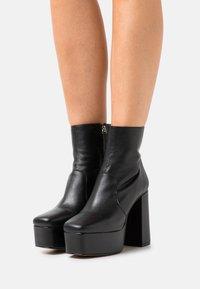 ÁNGEL ALARCÓN - Kotníková obuv na vysokém podpatku - black - 0