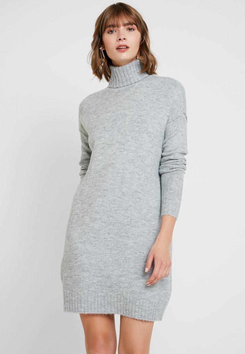 Vero Moda - VMLUCI ROLLNECK DRESS - Strikket kjole - light grey melange