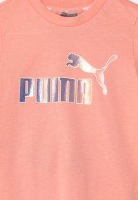 Puma - MINICATS SET UNISEX - Print T-shirt - apricot blush - 3