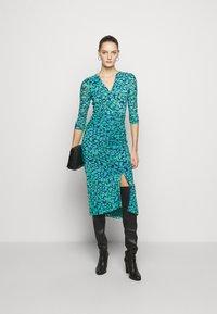 Diane von Furstenberg - BRIELLA - Shift dress - blossom breeze multi ionian - 1