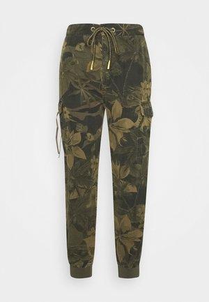 PANT MALALA - Spodnie materiałowe - verde militar