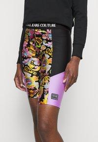 Versace Jeans Couture - LADY FUSEAUX - Shorts - black - 3
