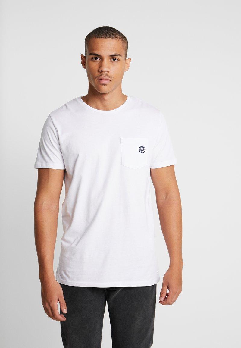 Jack & Jones PREMIUM - JPRCHASE TEE CREW NECK  - T-shirt - bas - white