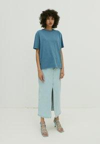 EDITED - CHARLI - Basic T-shirt - blau - 1