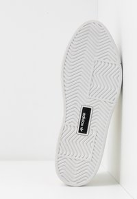 adidas Originals - SLEEK SUPER - Sneakers laag - offwhite/crystal white - 6