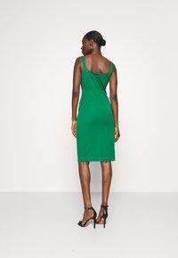Banana Republic - NECK SHEATH SOLID - Denní šaty - luscious green - 2