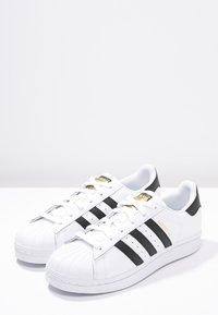 adidas Originals - SUPERSTAR - Sneakers basse - white/core black - 2