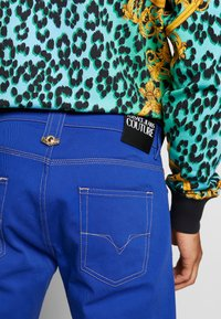 Versace Jeans Couture - MILANO ICON - Jeans a sigaretta - cobalt blue - 5