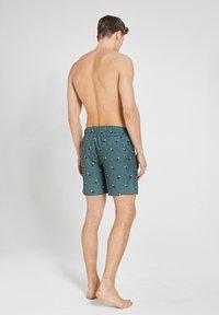 Shiwi - TUCAN - Swimming shorts - cilantro - 2
