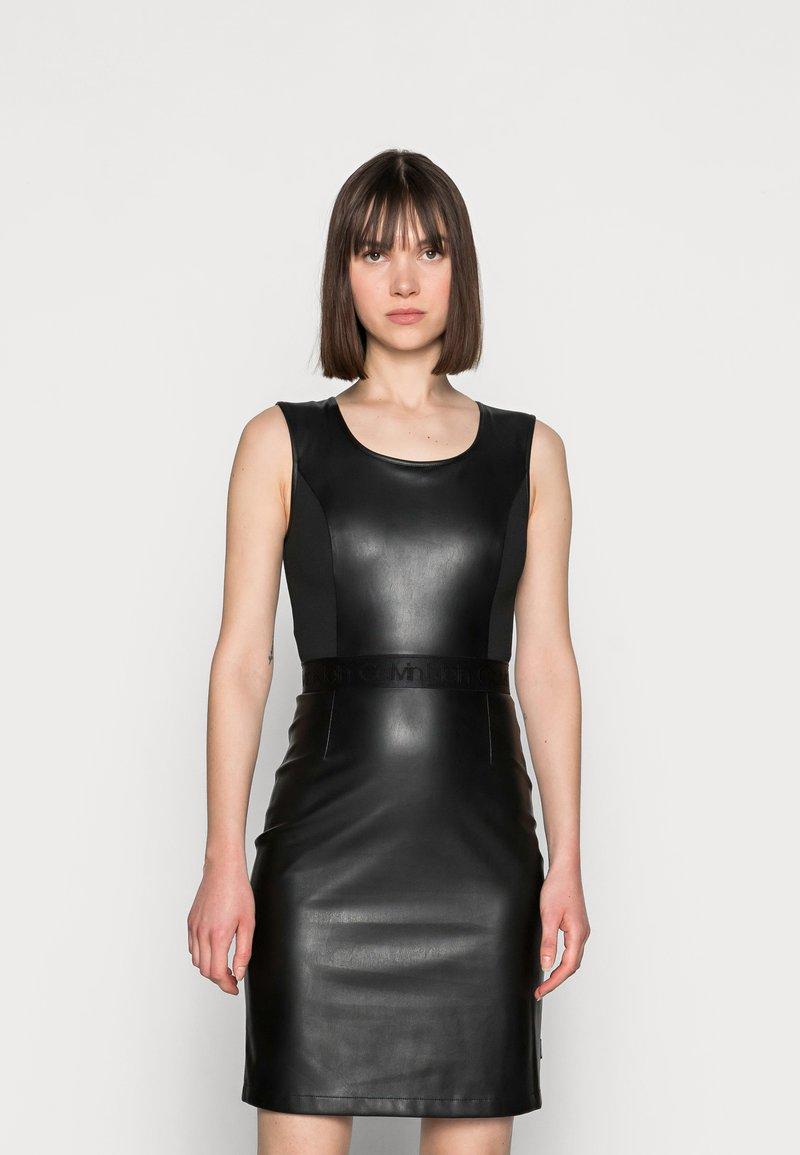 Calvin Klein - SCOOP NECK DRESS - Sukienka etui - black