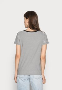 Levi's® - PERFECT V NECK - T-shirt z nadrukiem - cloud dancer - 2
