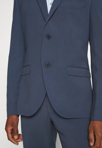 Isaac Dewhirst - PLAIN SMOKEY SUIT - Completo - blue - 6