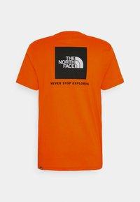 The North Face - REDBOX TEE   - T-shirts print - flame - 0