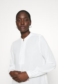 Selected Femme - SLFDYLANA - Button-down blouse - snow white - 3