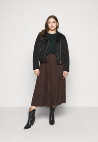 Selected Femme Curve - SLFLEXIS MIDI SKIRT - A-line skirt - coffee bean - 1
