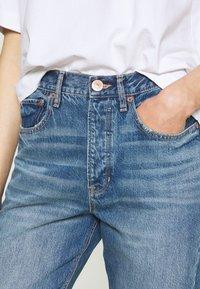 American Eagle - 90'S BOYFRIEND - Relaxed fit jeans - blue denim - 4