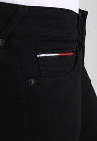Tommy Jeans - Jeansy Skinny Fit - black denim - 4