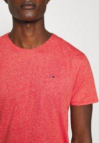 Tommy Jeans - ESSENTIAL JASPE TEE - T-shirts basic - deep crimson - 4