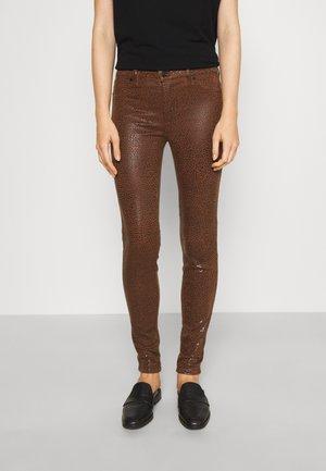 SKINNY - Jeans Skinny Fit - brown