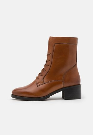 LEATHER - Botines con cordones - cognac