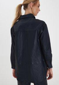 ICHI - IHYOHANNA SH - Button-down blouse - dark navy - 1