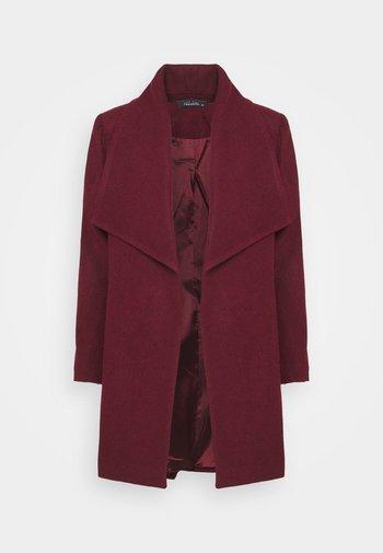 Klasyczny płaszcz - plum