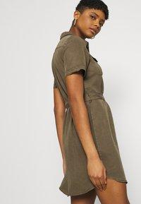 Vero Moda - VMSILJA SHORT DRESS  - Vestido camisero - bungee cord - 4