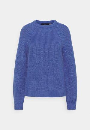 VMNEWLEA O-NECK - Strikkegenser - dazzling blue