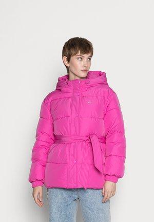 BELTED PUFFER - Winter jacket - vivid fuchsia