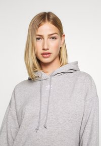 adidas Originals - TREFOIL ESSENTIALS HOODED - Mikina s kapucí - medium grey heather - 3