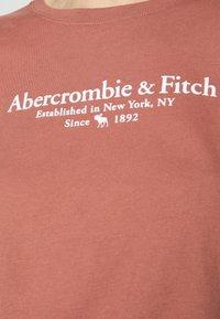 Abercrombie & Fitch - LOGO TEE - Print T-shirt - dark pink - 4