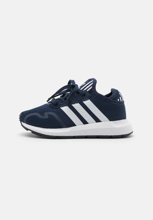 SWIFT RUN X SHOES - Sneakersy niskie - collegiate navy/footwear white/core black