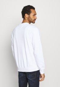 Tommy Jeans - TIMELESS CREW UNISEX - Collegepaita - white - 2