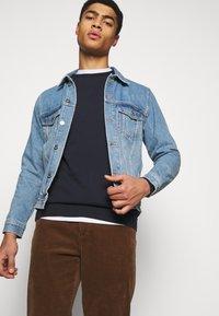 Han Kjøbenhavn - CASUAL CREW - Sweatshirt - mood indigo - 3