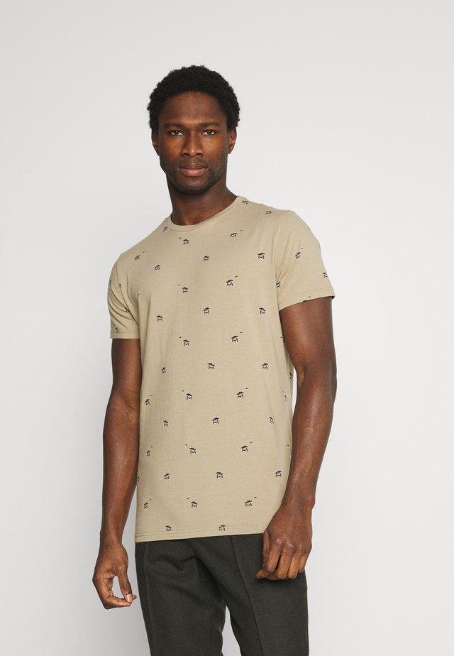T-shirt con stampa - wild desert