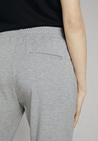 TOM TAILOR - PANTS ANKLE - Tracksuit bottoms - silver grey melange - 4