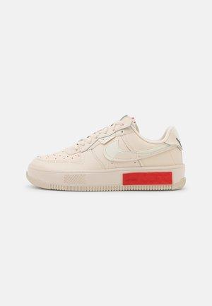 AIR FORCE 1 FONTANKA - Baskets basses - pearl white/university red